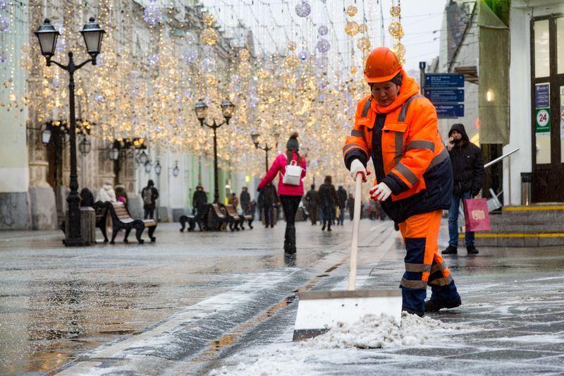 уборка снега, зима в Москве, обработка снега, комплекс городского хозяйства