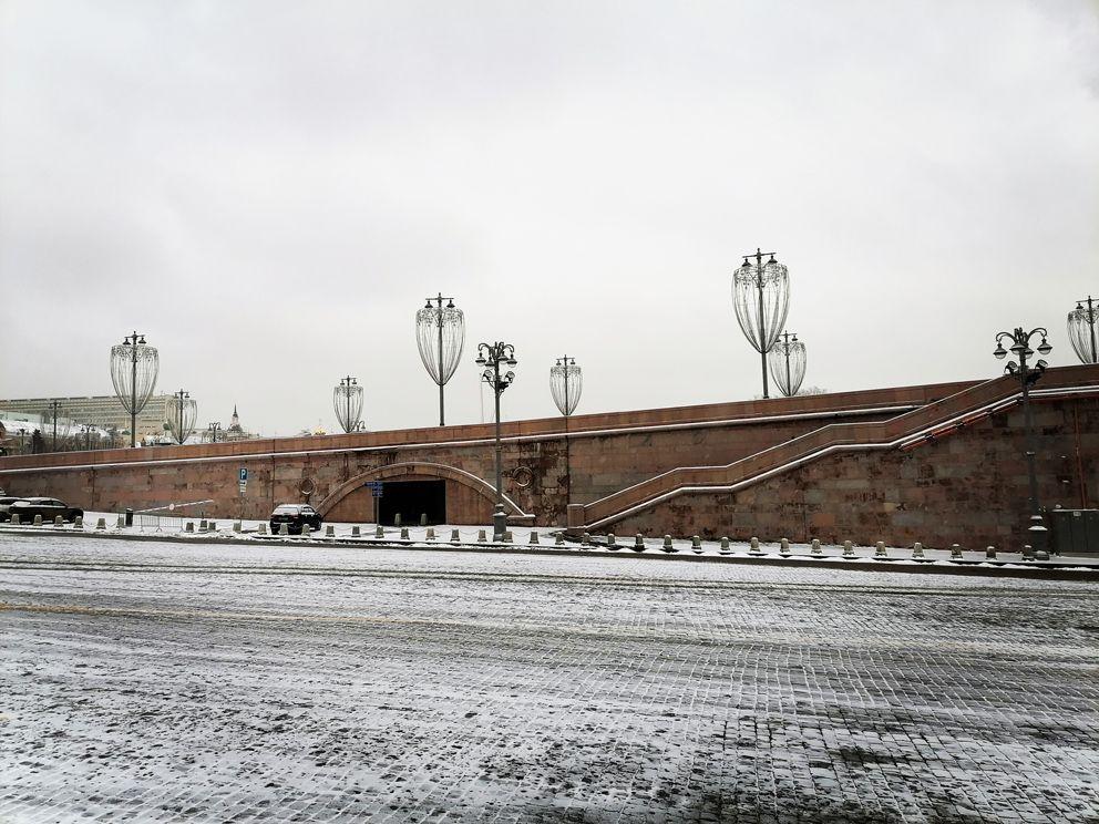 Большой Москворецкий мост, Москворецкая набережная