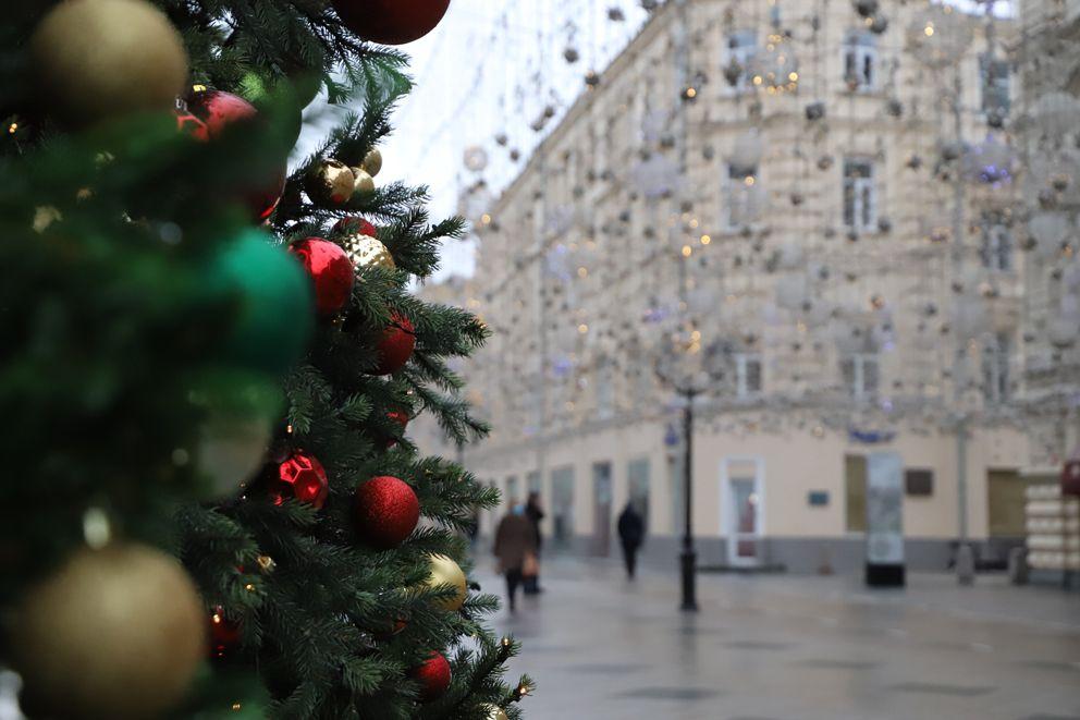 Новогоднее настроение на Никольской улице