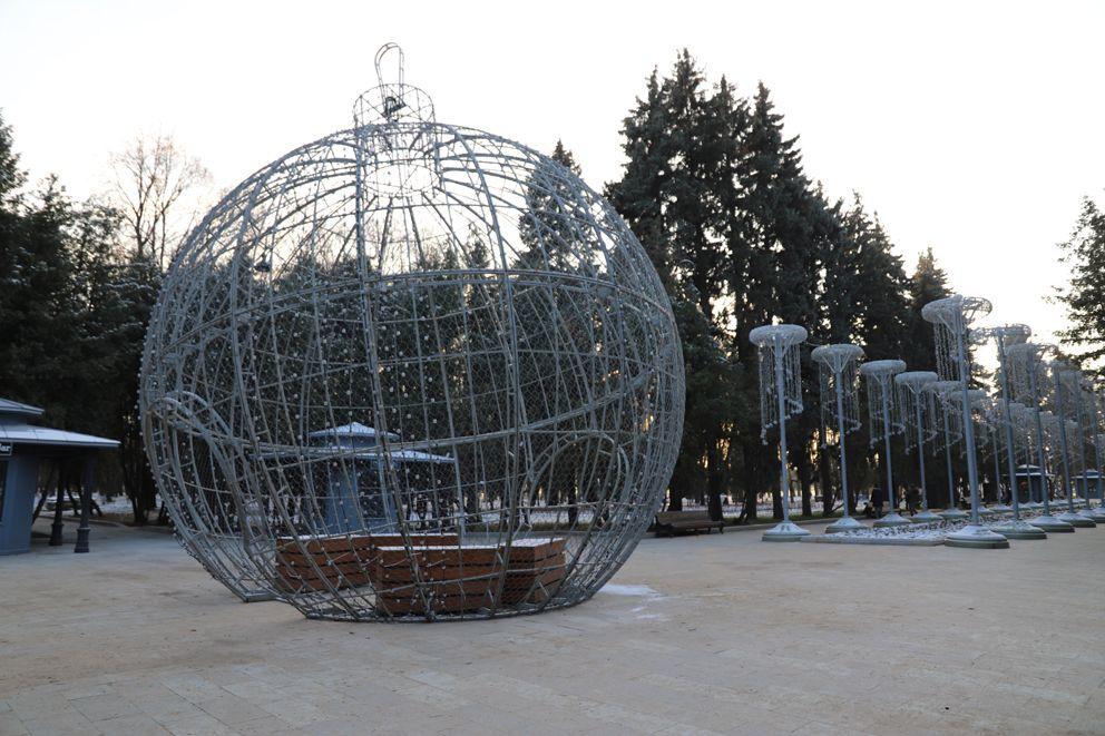 9-ти метровый шар в парке Северного речного вокзала