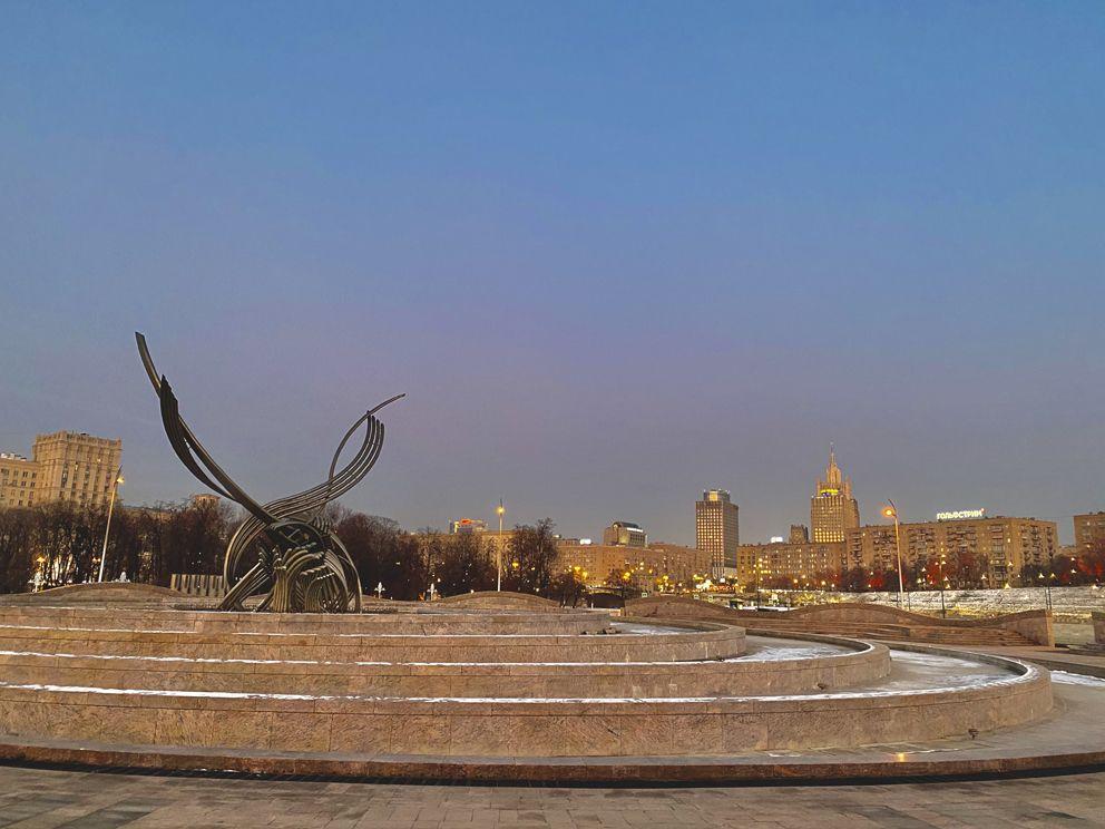 Скульптура «Похищение Европы»  возле набережной Тараса Шевченко