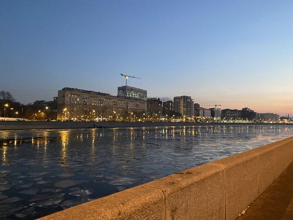 Великолепный вечер на Бережковской набережной
