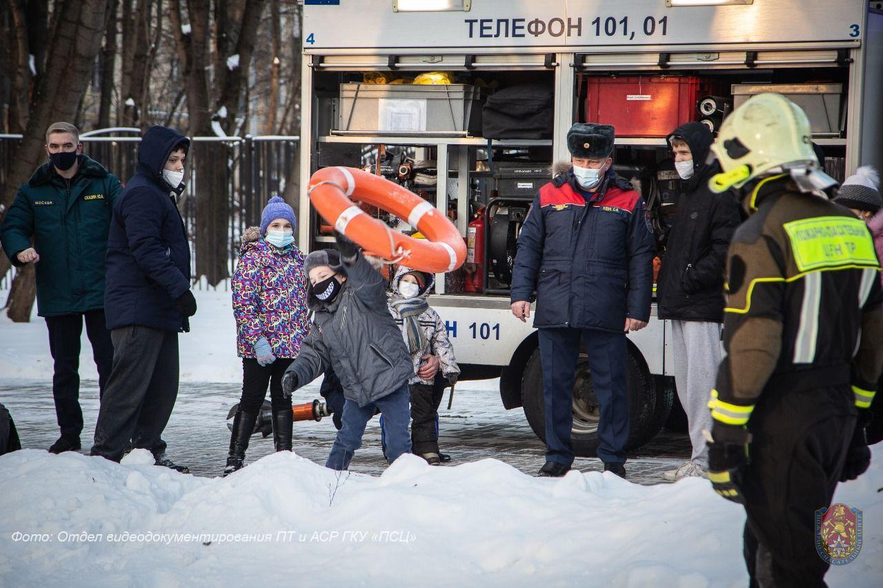 спасатели, Новый год, дети