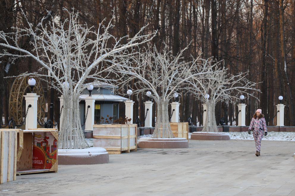 Световые деревья в парке Северного речного вокзала
