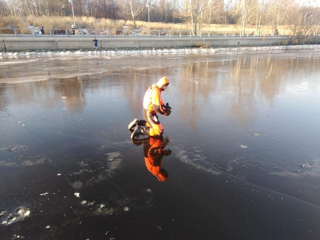спасатели, водоем, лед, зима