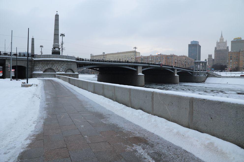 Бережковская набережная идет от Бородинского моста до моста Богдана Хмельницкого
