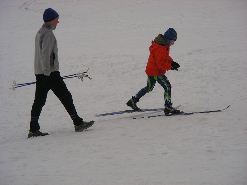 Немногочисленные лыжники в парке Покровско-Стрешнево