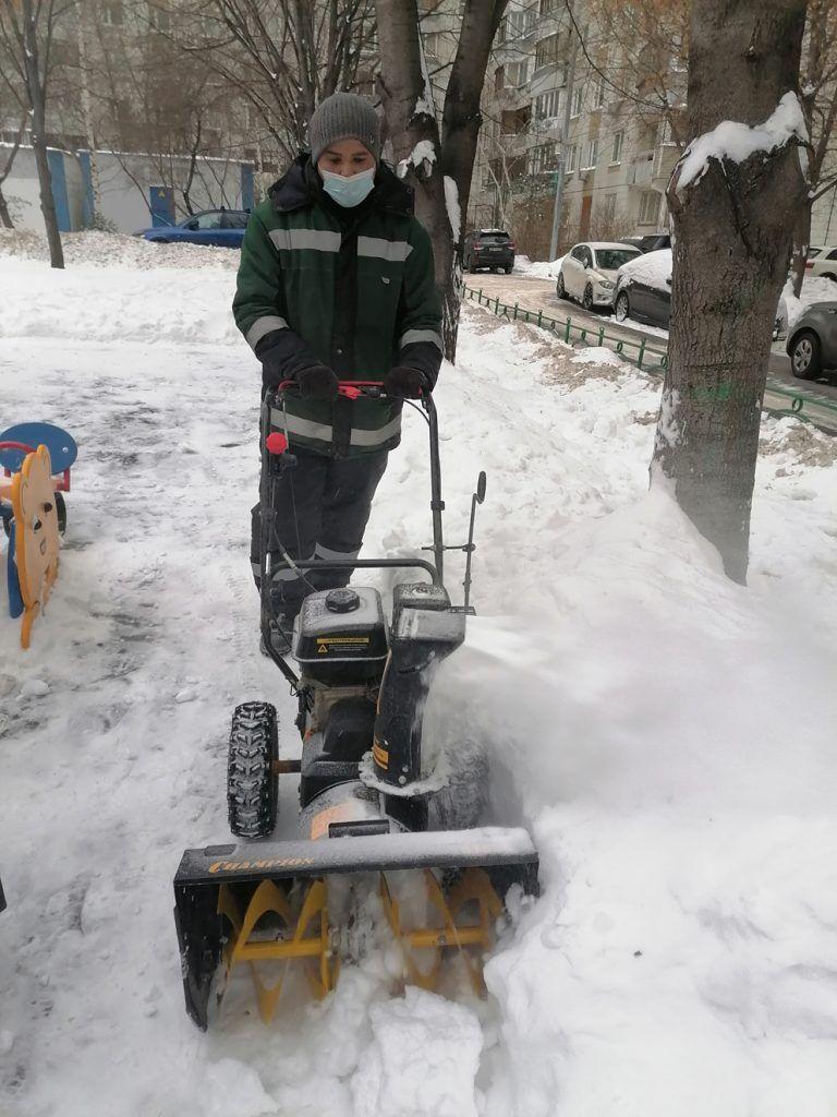 двор, уборка снега
