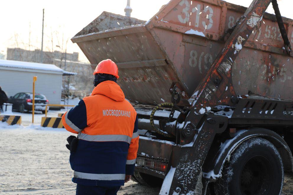 Передвижение машин по территории снегосплавного пункта контролируют специалисты Мосводоканала