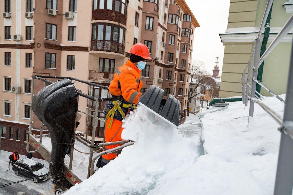 уборка снега, крыша, очистка крыш