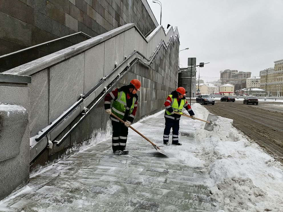 Большой Краснохолмский мост, ГБУ Гормост, уборка снега