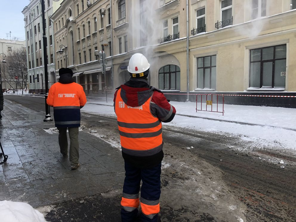 уборка снега, крыша, зима в Москве, снегопад,ЖКХ