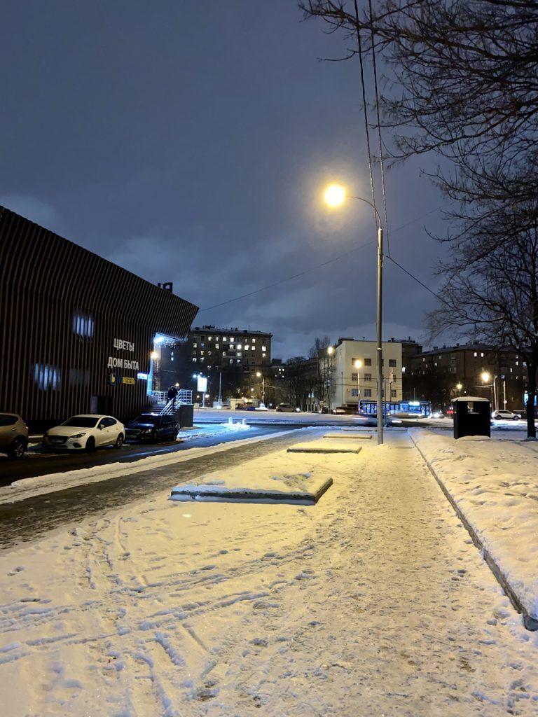 Широкие тротуары и современное освещение на Велозаводской улице