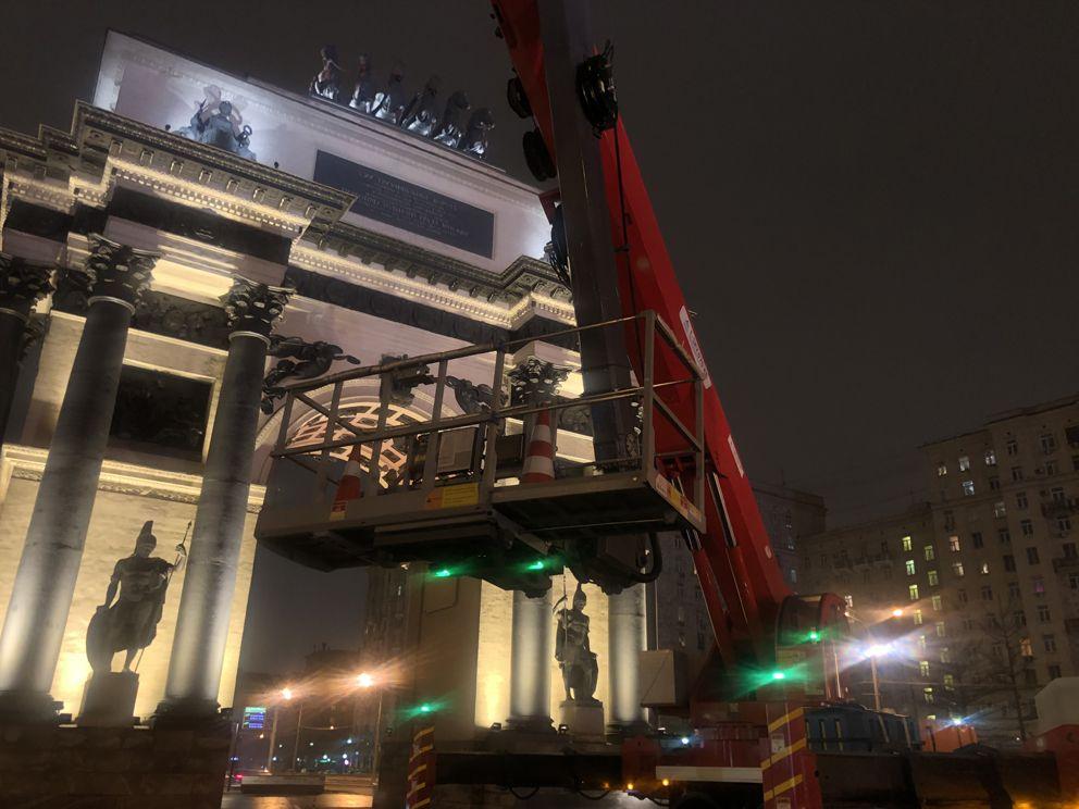 Триумфальная арка, ГБУ Гормост, промывка, весна в Москве