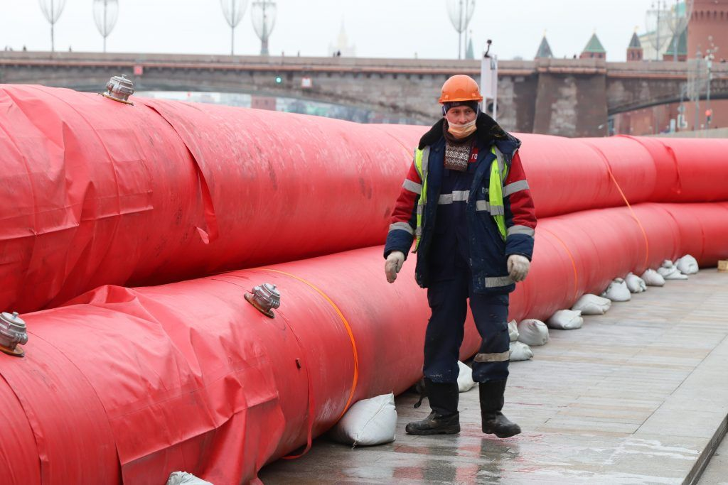 боновое заграждение, Зарядье, Москва-река, боны, паводок