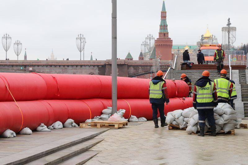 Кремль, боновое заграждение, Зарядье, Москва-река, боны, паводок