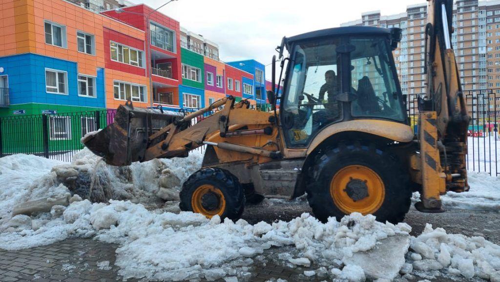 уборка снега, техника, снег, двор