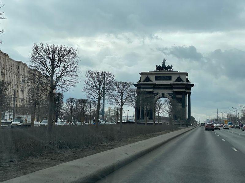 Триумфальная арка, Кутузовский проспект, дорога