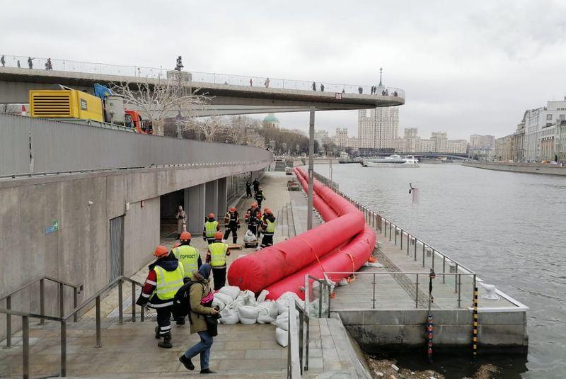 боновое заграждение, Зарядье, Москва-река
