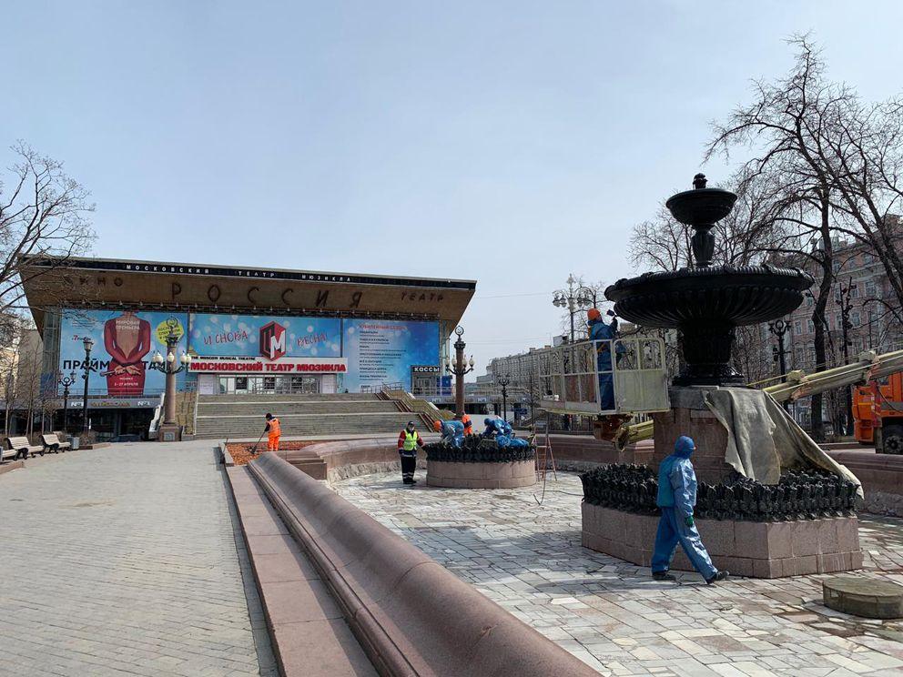 Пушкинский фонтан, покраска