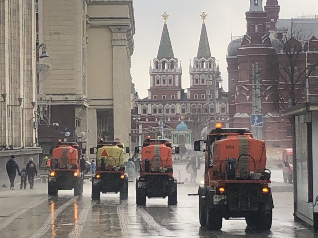Кремль, трактор, техника, промывка улиц, уборка улиц,