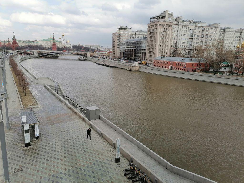 Пречистенская набережная, Москва-река, весна в Москве