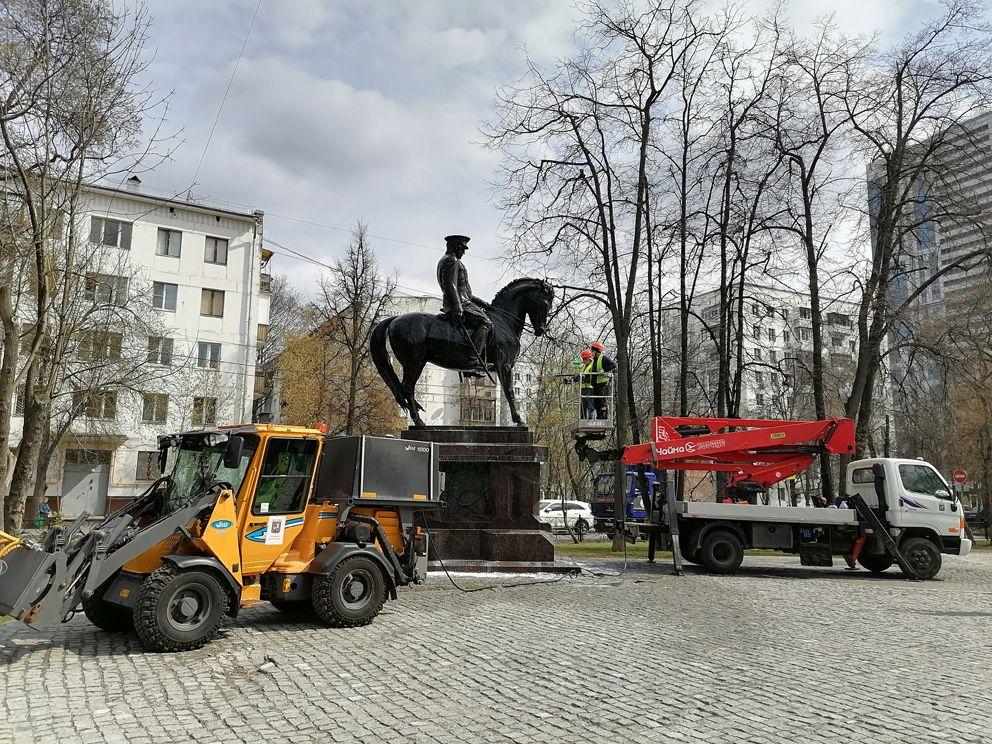 промывка, памятник, Рокоссовский, весна в Москве