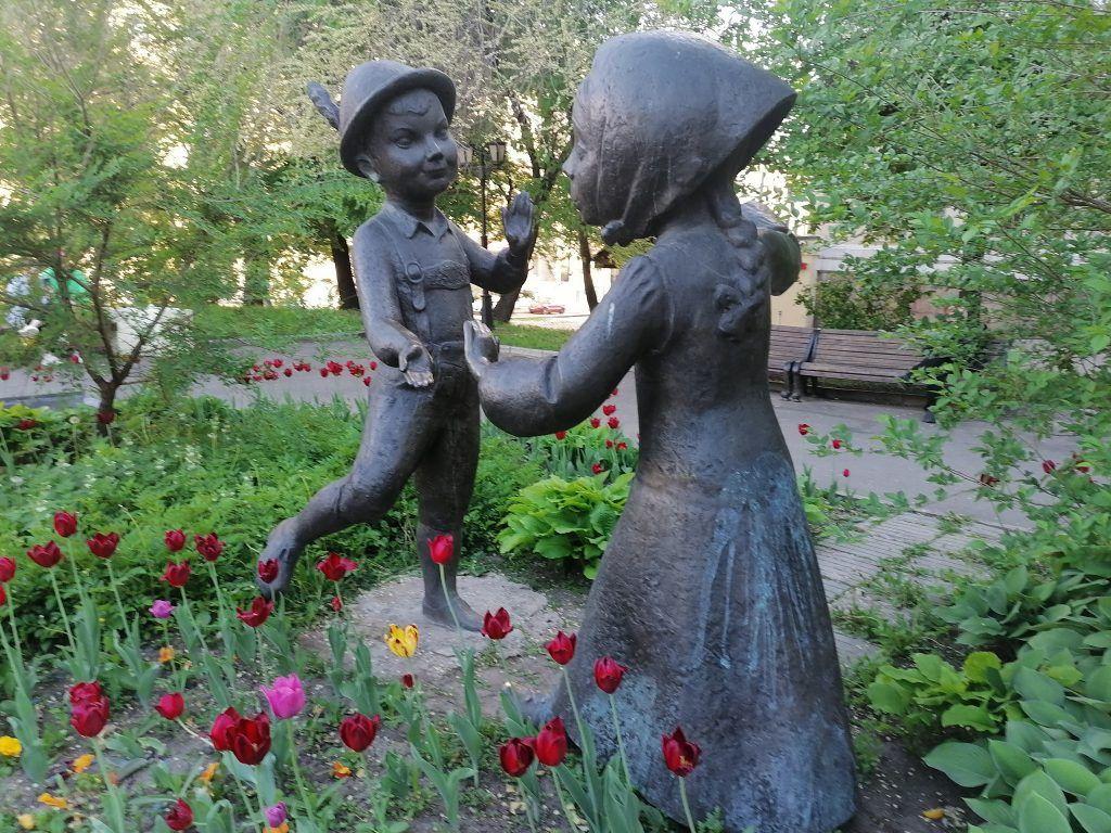 Скульптура «Вечная дружба» на Шмитовском проезде