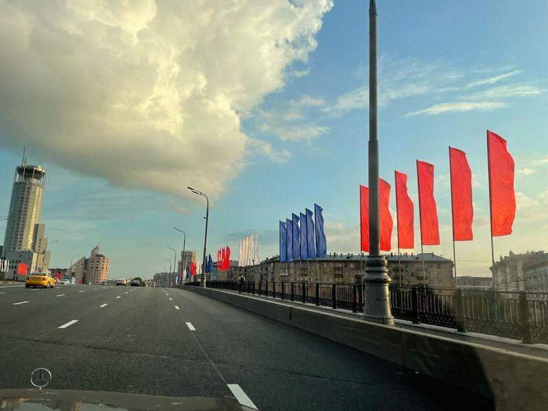День России, флаги, мост, украшение Москвы, праздник в Москве