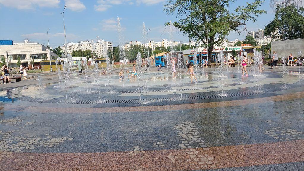 жара, фонтан