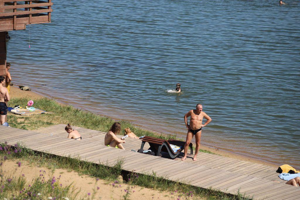 Пляж в Строгинской пойме