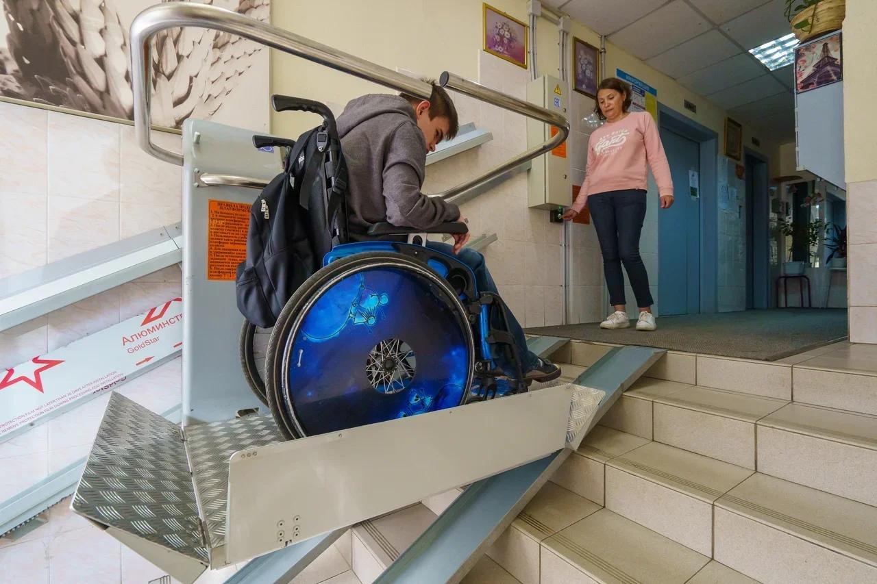 подъемные платформы, инвалиды-колясочники