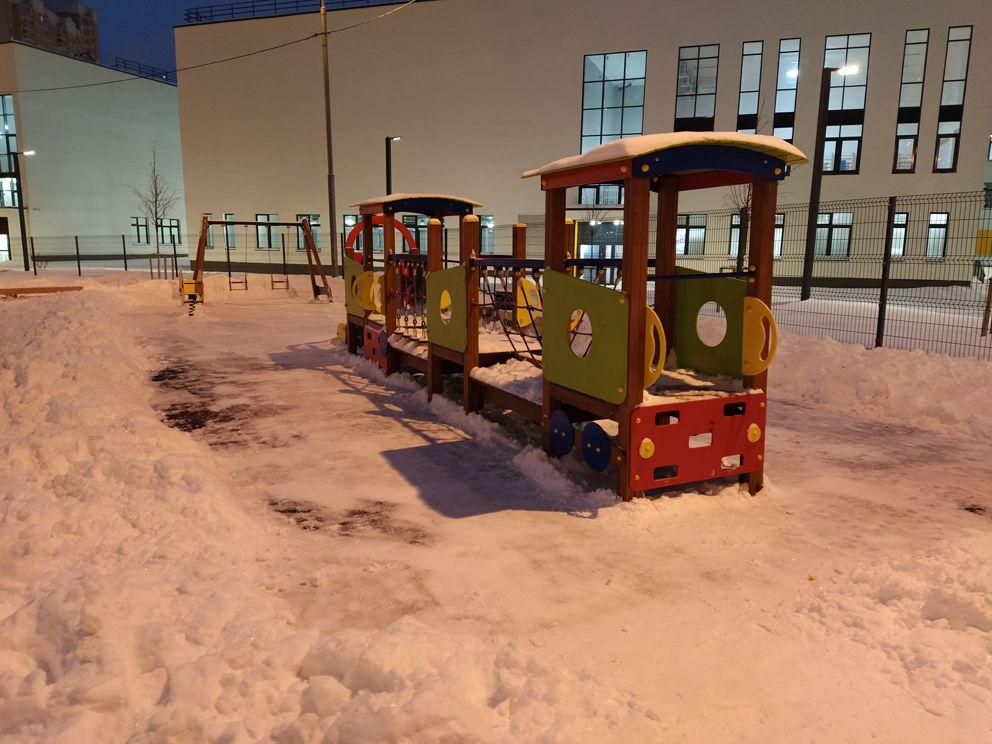 зима, детская площадка, почищен снег, снег