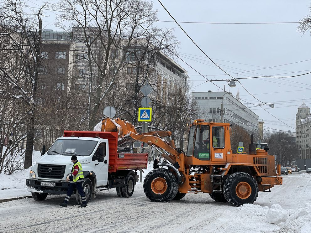 уборка снега, зима в Москве, техника, трактор